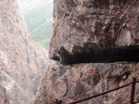 Felsenweg in der Uina Schlucht